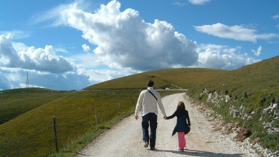 father and daughter walk - kids and money